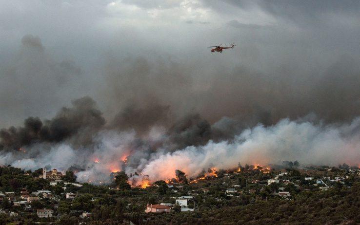 Grecia devastata dal fuoco, 74 morti e 556 feriti il bilancio provvisorio