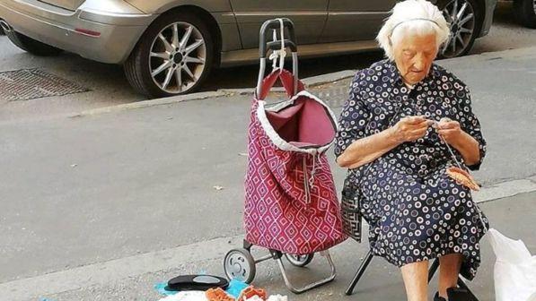 """98enne cuce in strada per non restare in strada: la storia di """"nonna Angela"""""""