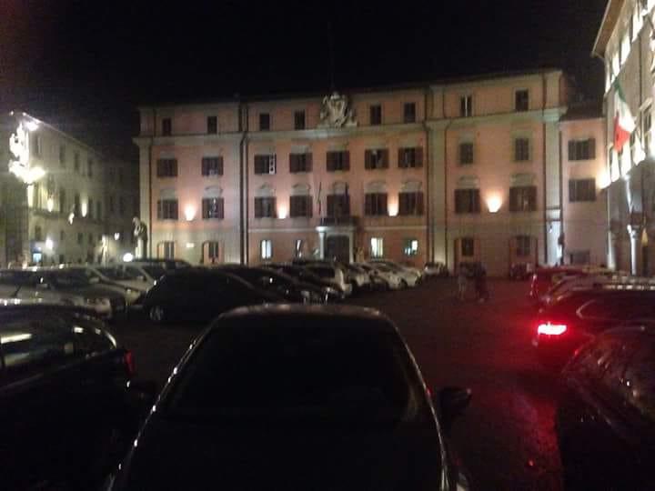 Viterbo, parcheggi il sabato in Piazza del Comune? Ti ritiro la patente! Il solito penoso show del sabato sera