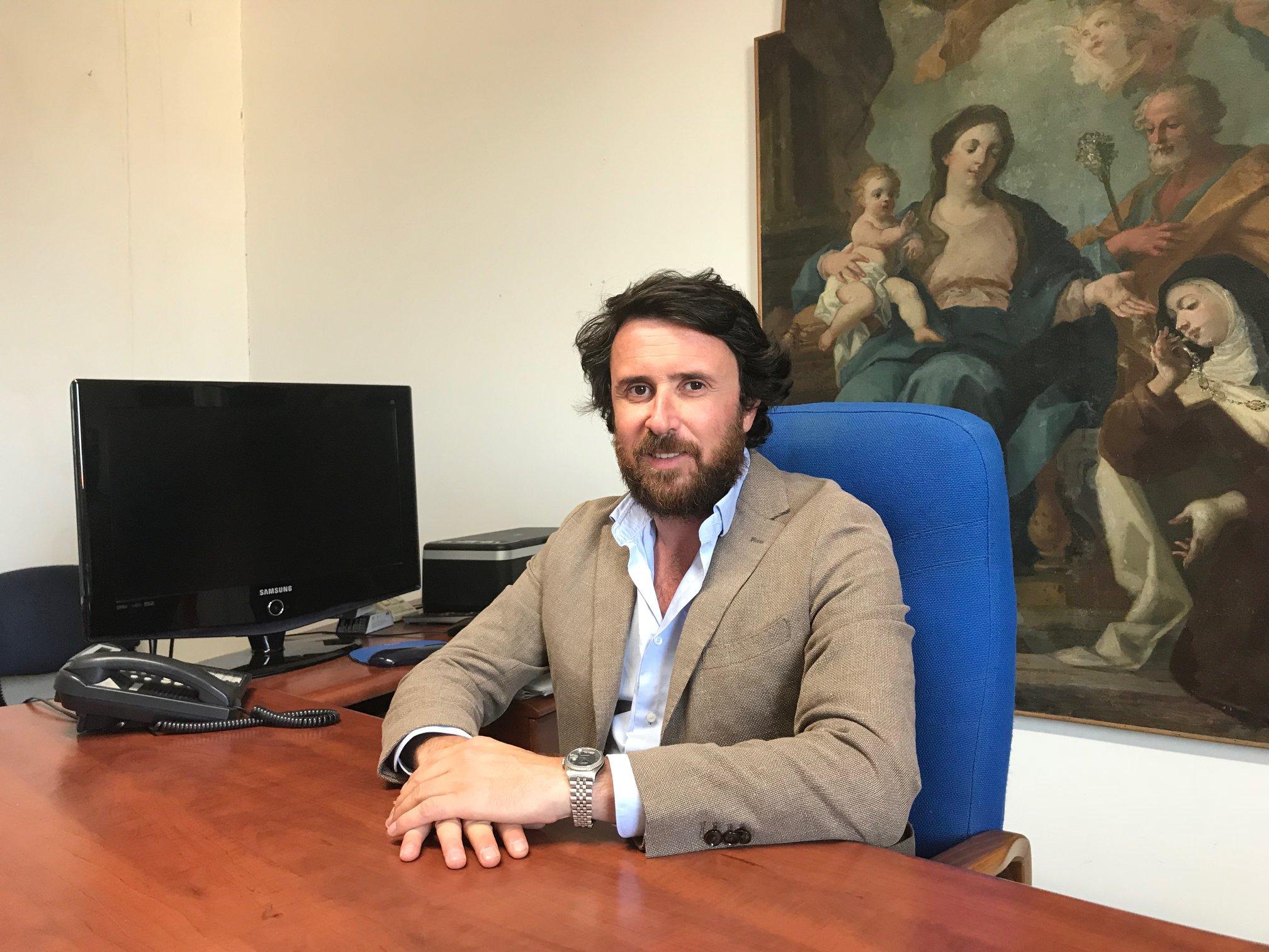 Pubblico e privato, il gigantesco conflitto d'interessi di Marco De Carolis, assessore alla cultura e amministratore unico della società Sbc sas