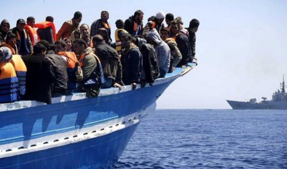 """""""I migranti andrebbero annegati al largo"""", post choc su fb di un dirigente medico di Spoleto"""