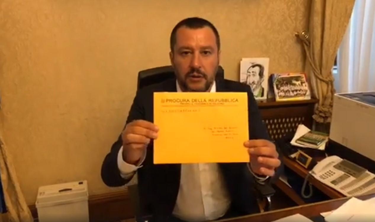 """Migranti, Salvini indagato per sequestro di persona aggravato: """"Indagine su di me è medaglia, vado avanti"""