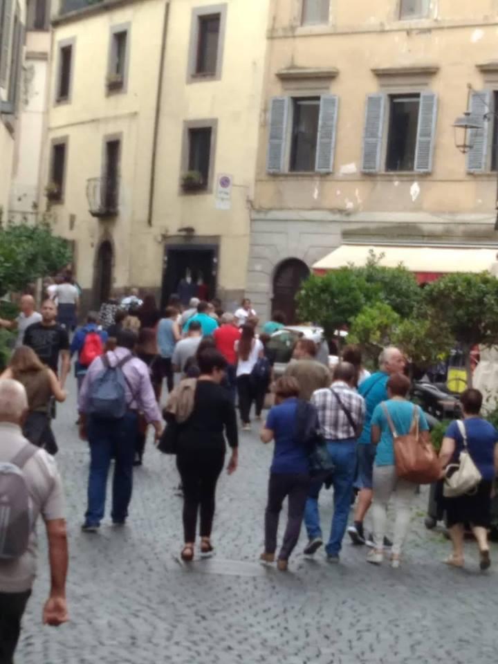 La nota: Viterbo, Via San Lorenzo chiusa, una scelta di civiltà e di rispetto verso i turisti in cammino verso Palazzo dei Papi