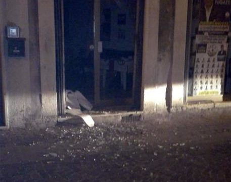 Bomba carta contro sede Lega dove oggi va Salvini