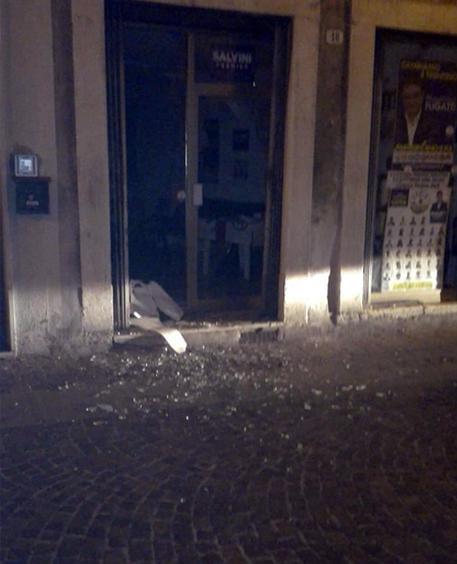 Un boato nella  notte, bomba  carta contro sede Lega