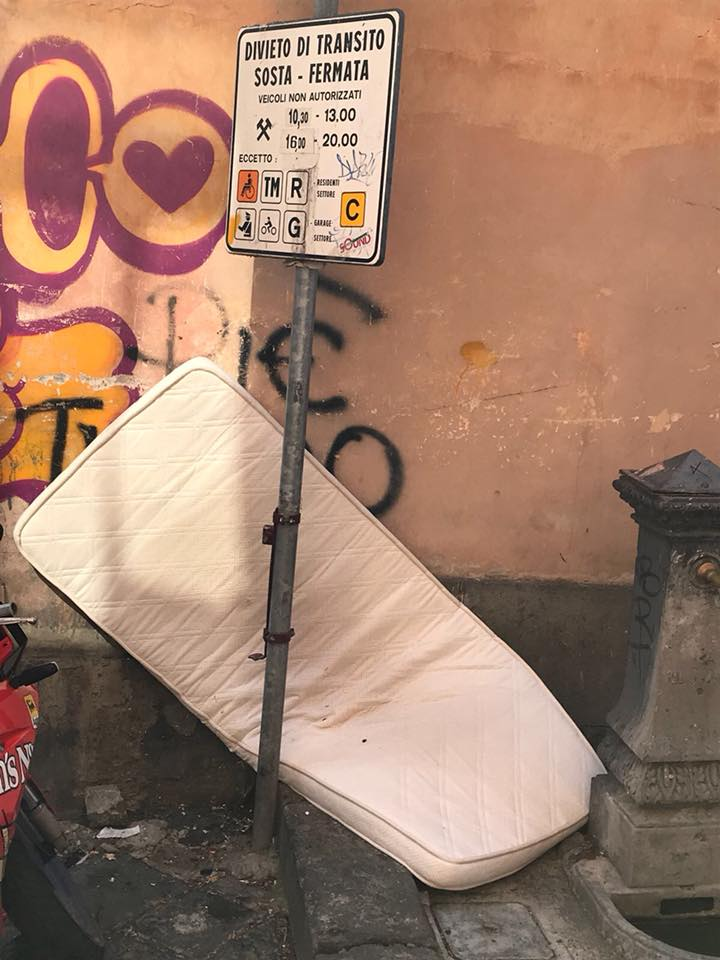 "Viterbo law and order: chissà che fine ha fatto il materasso on the road di Via Cairoli, un appassionante ""giallo viterbese"" by Paolo ""The KidChef"" Bianchini"