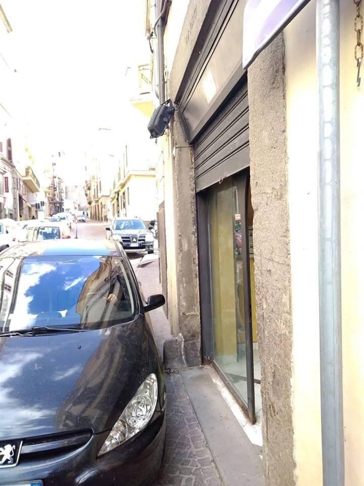 """Viterbo, benvenuti nel parcheggio monoposto Garibaldi, abusivo e gratuito 24h no stop, perchè non """"legalizzarlo""""?"""