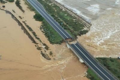 Maltempo, è allerta rossa: crolla ponte a Cagliari