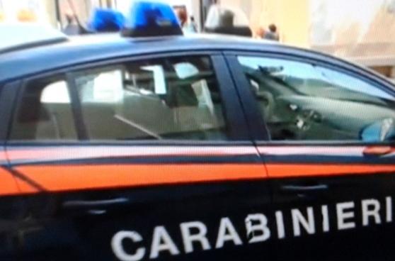 Tuscania, con un grosso coltello da cucina minaccia i clienti in un bar, disarmato e arrestato dai carabinieri