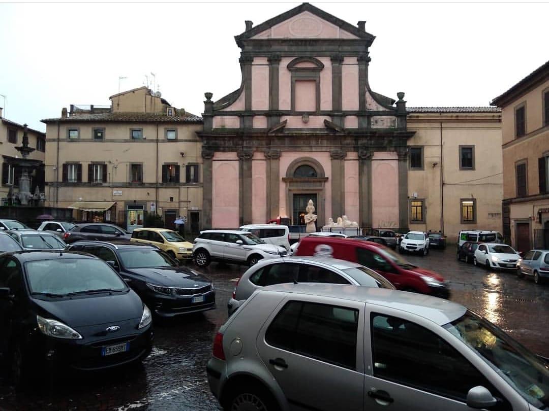 """Viterbo, la capitale del """"parcheggio selvaggio"""": sarà un Natale da incubo per una città terra di nessuno?"""