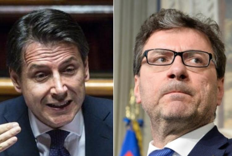 Reddito di cittadinanza: partirà il prossimo anno (forse), tensione tra  Giorgetti (Lega) e il premier Conte