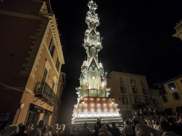 Natale non è il 3 settembre e la Macchina di Santa Rosa non è un albero illuminato, ecco perchè un patrimonio Unesco merita più rispetto