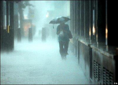 """Viterbo, Comune: piove e la giunta Arena fa acqua da tutte le parti, tutti contro tutti, ma """"sorridi, l'importante è apparire"""""""