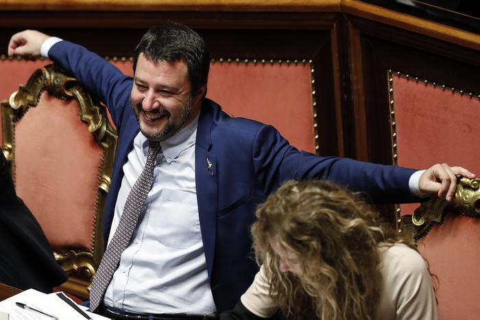 "Decreto Sicurezza, via libera dal Senato: Salvini esulta: ""Giornata storica"", 5 dissidenti M5S"