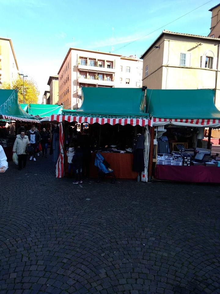 Viterbo, mercato di Natale di Piazza dei Caduti: la solita tristissima atmosfera anni 50, i soliti prodotti, altro che sorprese e novità