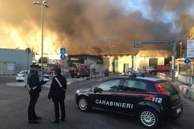 Incendio a Roma, brucia impianto di rifiuti in via Salaria