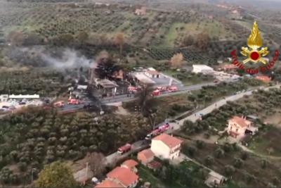 Rieti, l' esplosione di un distributore sulla Salaria: 2 i morti e 17 feriti di cui 3 gravi
