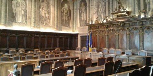 Mafia e pressioni alla politica: ma Palazzo dei Priori non risponde e in molti in città si augurano che la neve copiosa copra ogni bruttura