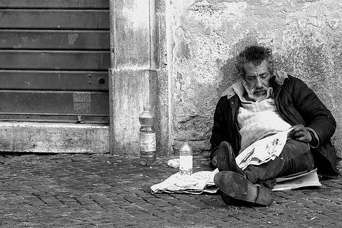 """La nota, Viterbo, """"città morente"""" che si risveglia solo quando c'è da porre l'indice contro immigrati,  questuanti e senzatetto"""