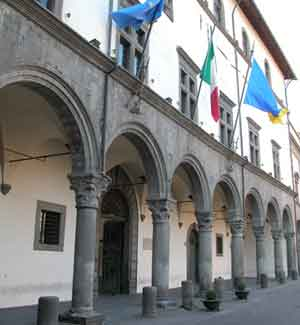 Viterbo, il sindaco Arena sotto pressione: si dimette l'amministratore unico delle società partecipate, tensione nella maggioranza