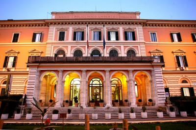 Cronaca di Roma: studentessa di medicina si dà fuoco nello spogliatoio del Policlinico Umberto I, è grave