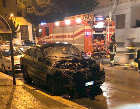 Calcio violento: attentati a patron e calciatori del Foggia, incendiate auto, utilizzati petardi e bomba carta