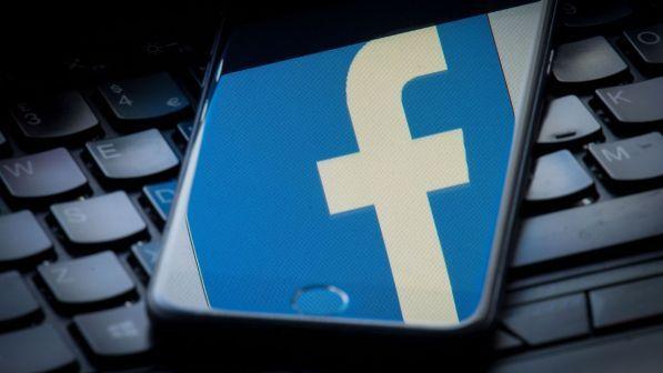 Facebook e Instagram non funzionano, social in subbuglio