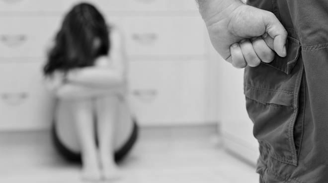 Cronaca di Roma: rapporti sessuali non voluti, denuncia e fa arrestare marito violento