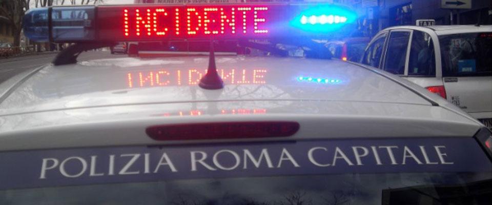 Roma, incidente a Cinecittà, scontro fra due auto: morta una donna di 57 anni