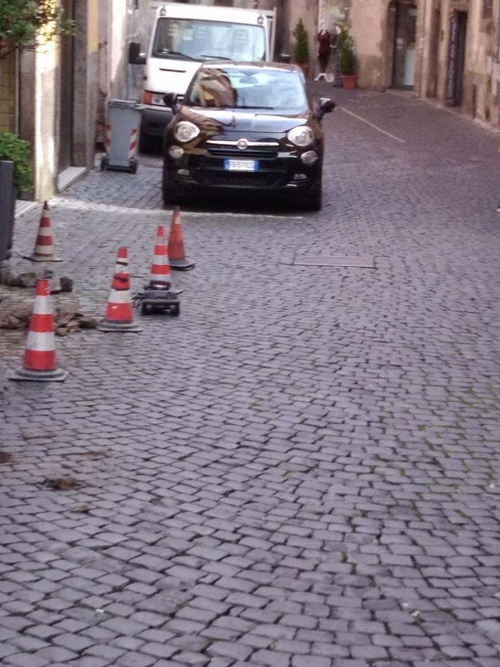 """Viterbo-Comune: Via San Lorenzo, la riapertura frutto di un """"accordo privato"""" tra un consigliere comunale ed un commerciante della via"""