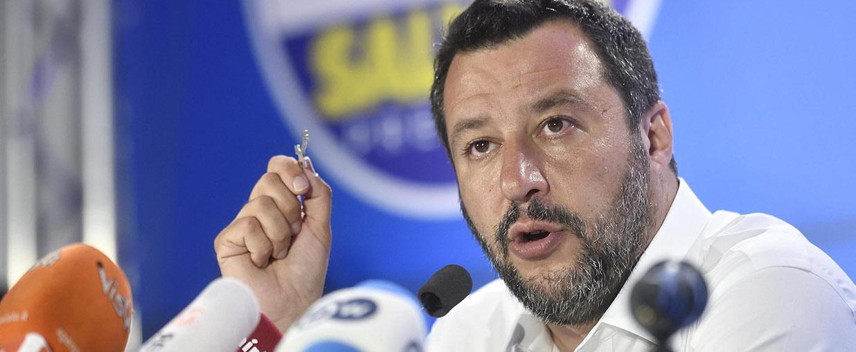 Europee 2019, la nota: il trionfo di Salvini che mischia fede e politica e rispolvera un' estrema destra integralista cattolica inquietante