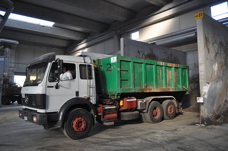 Viterbo, trasporto irregolare di rifiuti, maxi-sanzione di 3100 euro per un autista di Tir