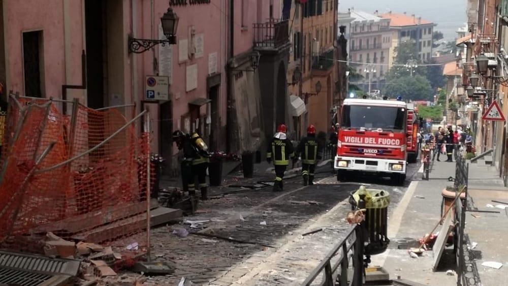 Esplosione a Rocca di Papa: crolla la facciata del Comune, tre bambini feriti, grave il Sindaco