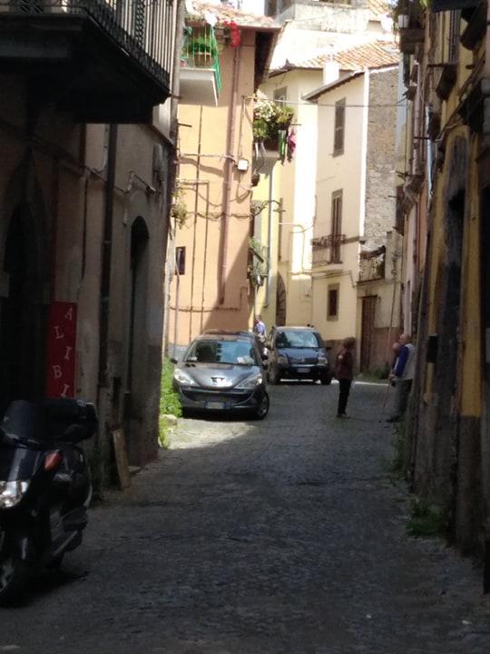 Viterbo-Centro storico: donna 50enne trovata morta nella sua  in casa in Via della Quiete, accertamenti in corso sulle cause del decesso