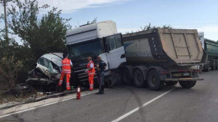 Tarquinia, tragico incidente sull'Aurelia bis, muore 40enne autista di furgone