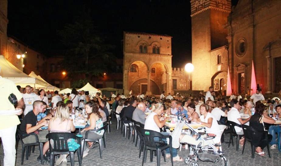 Viterbo-Comune: Piazza San Lorenzo dovrebbe rappresentare l'immagine di Viterbo nel mondo, le cene dei facchini chiassose e plautesche, i festival estivi perchè non spostarli a Prato Giardino?