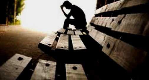 """Viterbo, cronaca: """"foto di suicida (con generalità)  pubblicata in prima pagina"""", a Viterbo c'è chi fa giornalismo senza regole nell'indifferenza generale: l'etica e le regole nella città dei Papi non esistono"""