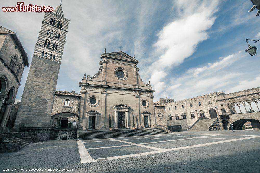 Viterbo-Comune: pericolo crolli a Piazza del Duomo, mai nessuno ha ipotizzato una messa in sicurezza del patrimonio storico, anzi le piazze continuano ad essere invase da mezzi pesanti e da eventi lunghi pieni di dannose sovrastrutture