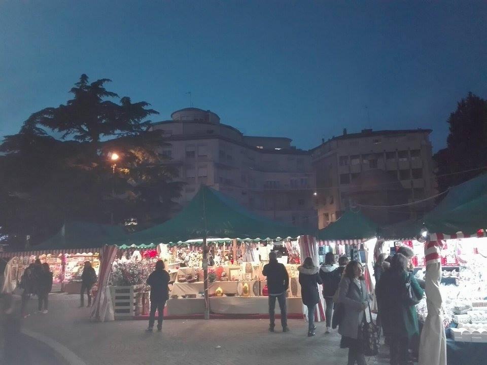 Viterbo, 2 mesi a Natale, si avvicina l'incubo dei tristissimi mercatini di Piazza dei Caduti, assessore Mancini per favore ci risparmi queste atrocità