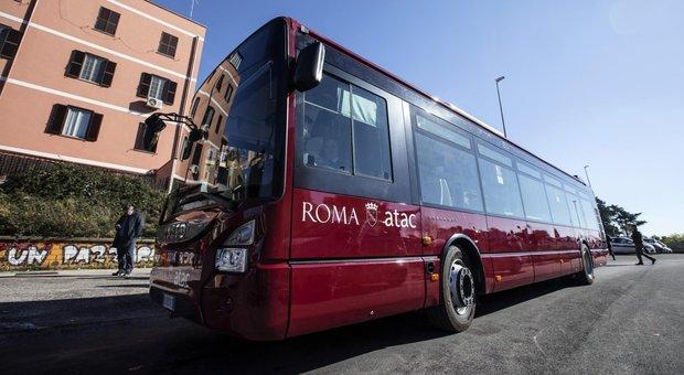 Paura a Roma, ancora un autista Atac colpito a bastonate