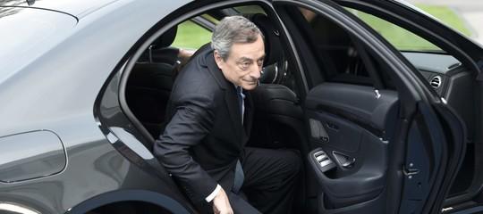 Italia, sarà Draghi il prossimo presidente della Repubblica? I voti di tutti i partiti potrebbero convergere sull'ex presidente Bce, anche quelli leghisti, Fdi fa muro