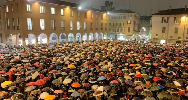 """Italia, l'opinione: """"contro le sardine"""", le manifestazioni contra personam non migliorano le condizioni di un popolo"""