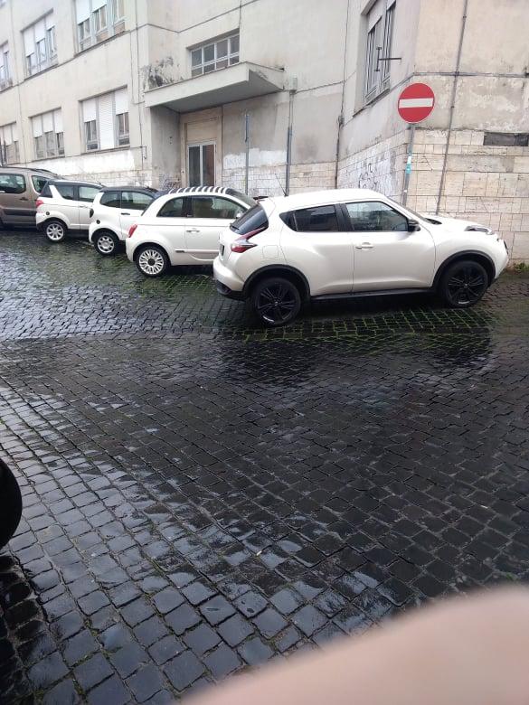 Viterbo, piove…. parcheggio selvaggio: ed il comandante dei vigili urbani che si distrae