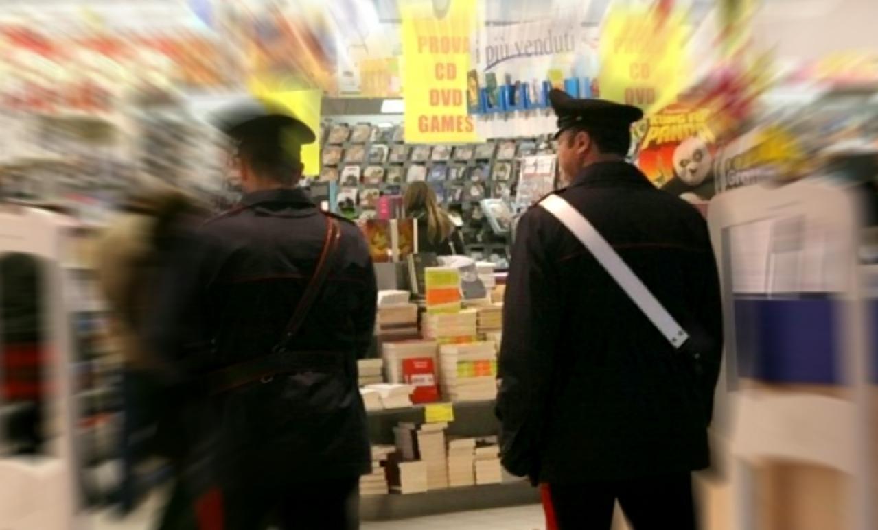 Aggredito e rapinato nel parcheggio di un supermercato per  100 euro