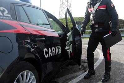 Orte, fermato  ad un posto di blocco, si scaglia contro i carabinieri, arrestato 35enne