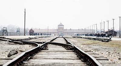 """Civita Castellana, il """"vergognoso taglio del viaggio della memoria ad Auschwitz"""", la dura nota del Prc"""