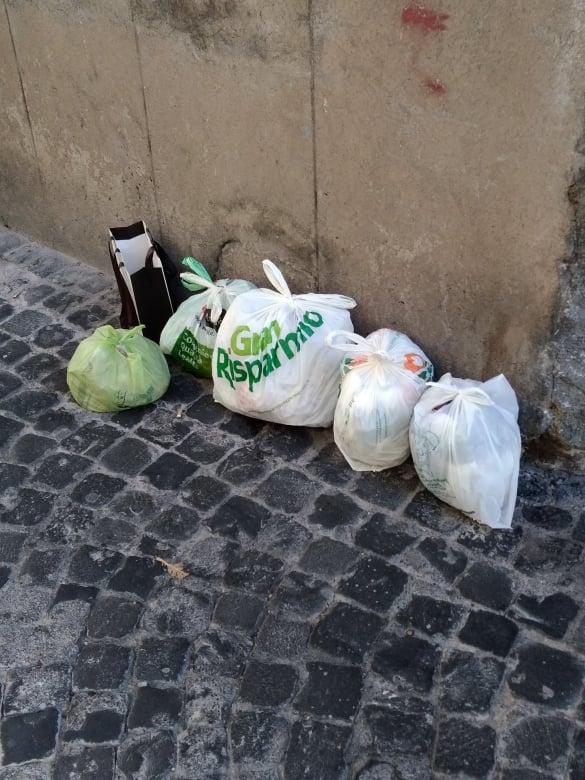 Viterbo, caos rifiuti: non rispettati dai cittadini ovunque i divieti per la Befana, di questo passo nessun appalto nuovo o vecchio funzionerà a dovere