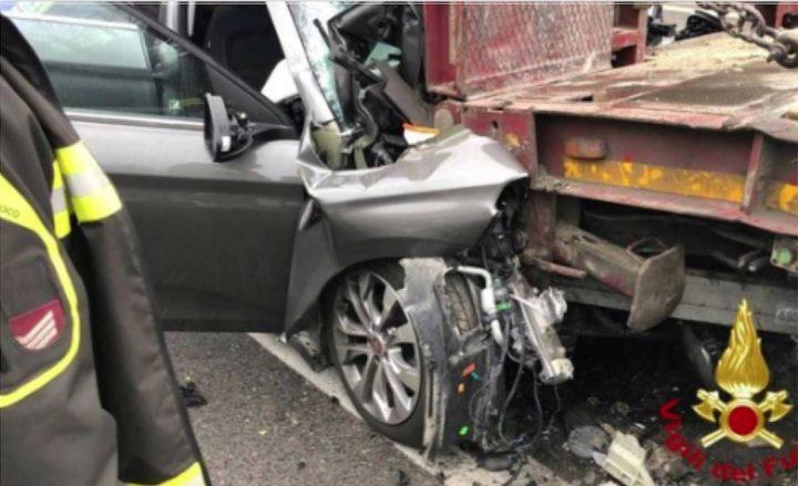 Roma, Tiburtina, tragico incidente stradale all'alba, muore uomo di 57 anni, grave il figlio
