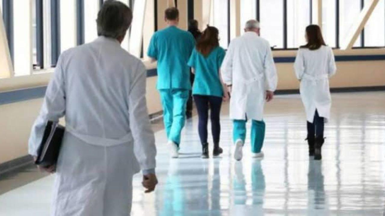 Coronavirus, festeggiarono e  brindarono insieme in ospedale il 3 marzo, positivi al Coronavirus 9 medici e specializzandi del Policlinico di Roma