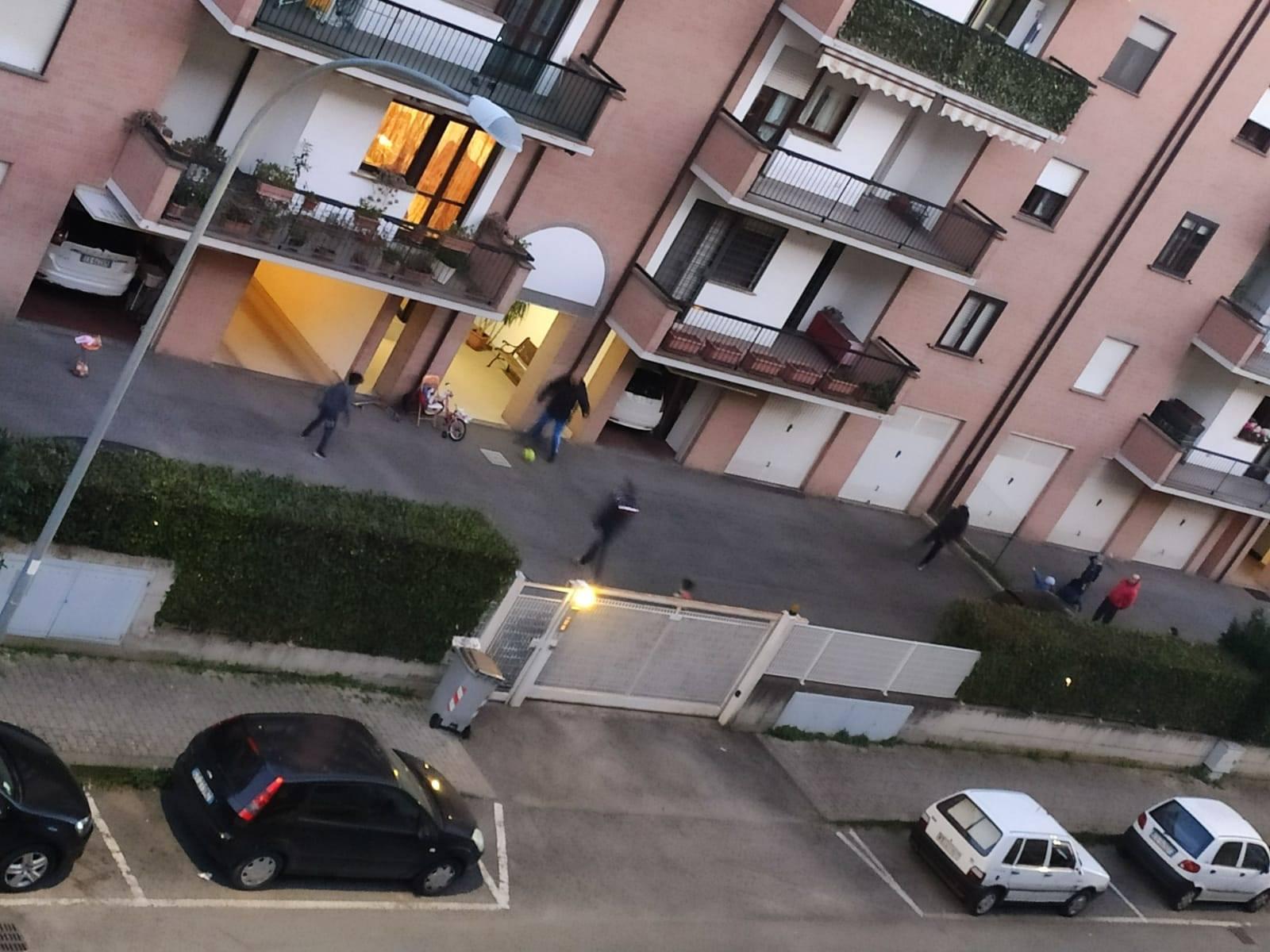 """Viterbo, Coronavirus: a Santa Barbara continuano i campionati """"condominiali"""" di calcio, eppure la serie A è ferma"""